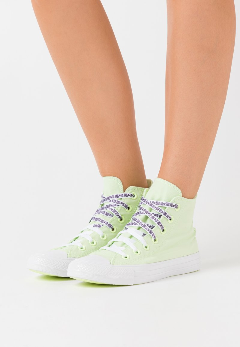 Converse - CHUCK TAYLOR ALL STAR - Baskets montantes - barely volt/white/black
