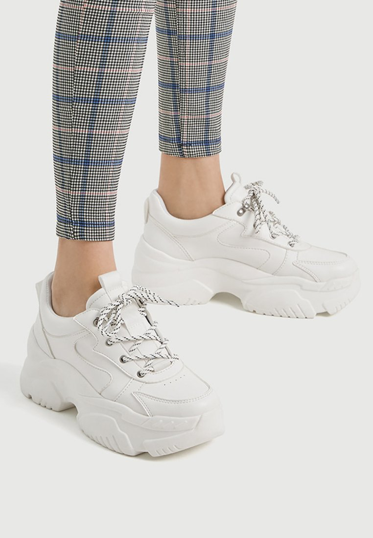 PULL&BEAR - MIT BLOCKSOHLE  - Trainers - white