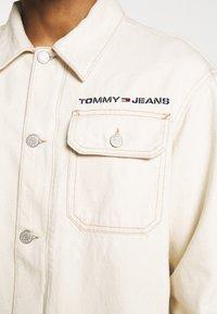 Tommy Jeans - OVERSIZE WORKWEAR JACKET - Denim jacket - work ecru rig - 4
