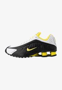 black/dynamic yellow/white