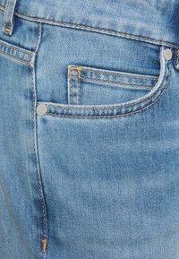 Marc O'Polo - Džíny Slim Fit - light-blue denim - 2