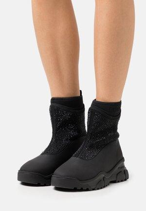 MOSS TREK BOOT - Platform ankle boots - black