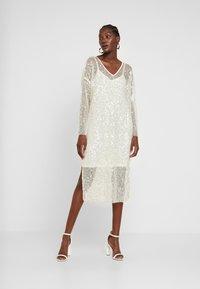 Love Copenhagen - MALY SEQUINS DRESS - Sukienka koktajlowa - champagn metallic - 2