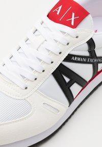 Armani Exchange - RIO - Sneakersy niskie - white/red/blue - 5