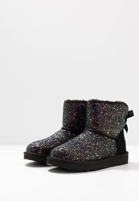 UGG - CLASSIC MINI BOW COSMOS - Classic ankle boots - black - 4