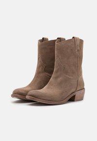 Lazamani - Cowboy/biker ankle boot - taupe/summer - 1