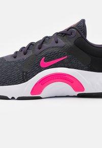 Nike Performance - RENEW IN SEASON TR 11 - Treningssko - black/hyper pink/cave purple/lilac/white/dark smoke grey - 5