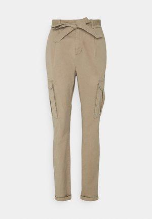 VMEVA PAPERBAG CARGO PANT - Trousers - silver mink
