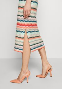 RIANI - MASCHENWARE - Pouzdrová sukně - multicolour - 4