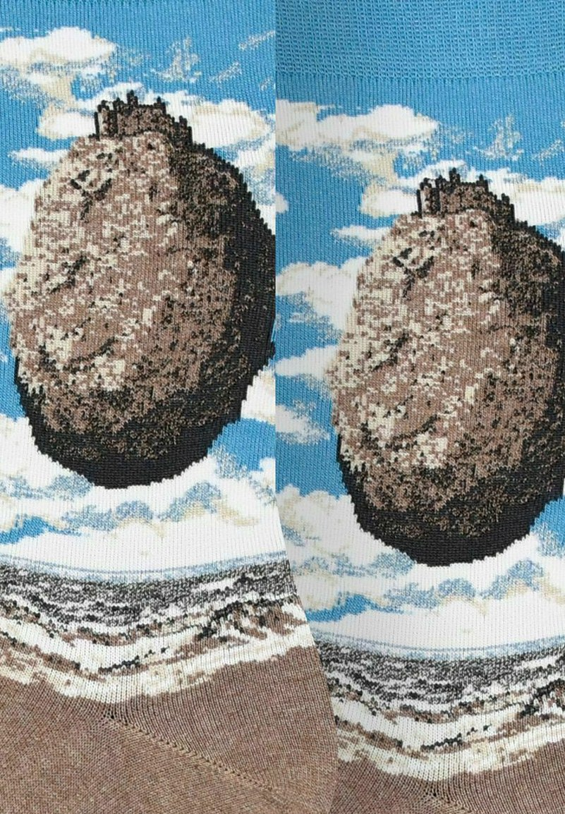 Femme RENÉ MAGRITTE : THE CASTLE OF THE PYRENEES - Chaussettes