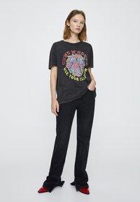 PULL&BEAR - T-shirt print - mottled dark grey - 1
