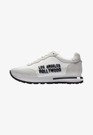 SLIVER RUNNER-LA - Trainers - white