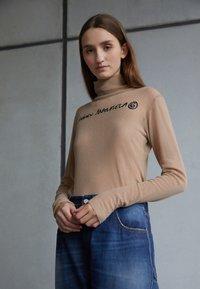 MM6 Maison Margiela - PANTS 5 POCKETS - Relaxed fit jeans - vintage/blue - 2