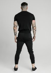 SIKSILK - AGILITY TRACK PANTS - Pantalones deportivos - black - 2