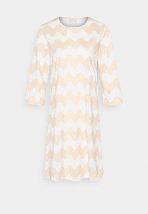 CLASSICS RIIPPUMATON PIKKUINEN LOKKI DRESS - Žerzejové šaty - white/beige