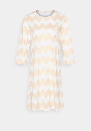CLASSICS RIIPPUMATON PIKKUINEN LOKKI DRESS - Jerseykleid - white/beige