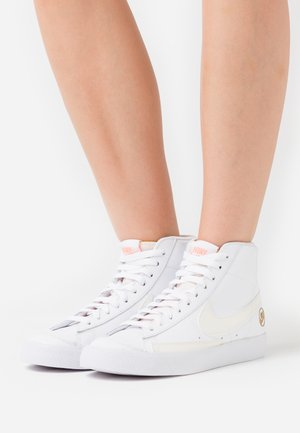 BLAZER MID  - Korkeavartiset tennarit - white/sail/metallic gold/atomic pink