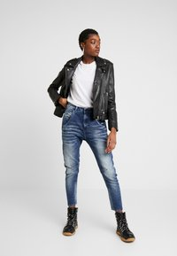 Diesel - FAYZA-NE JOGGJEANS - Relaxed fit jeans - indigo - 1