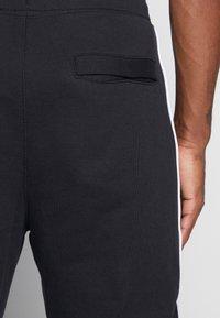 Nike Sportswear - Nike Sportswear DNA French-Terry-Jogger für Herren - Træningsbukser - black/white - 4