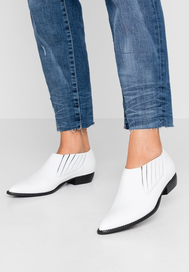 VILIA - Mocassins - white