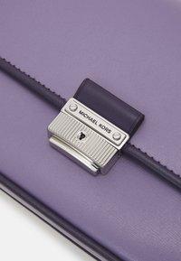 MICHAEL Michael Kors - BRADSHAW - Handbag - orchd - 6