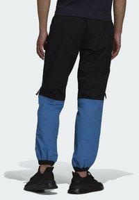 adidas Originals - Pantaloni sportivi - black/blue - 1