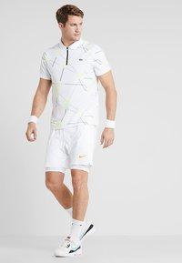 Lacoste Sport - TENNIS GRAPHIC - Piké - white - 1