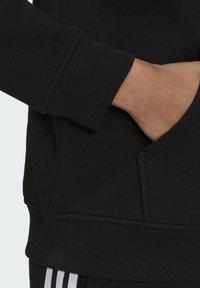 adidas Originals - ORIGINALS ADICOLOR SWEATSHIRT HOODIE - Bluza z kapturem - black - 5