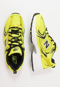 New Balance - MR530 - Sneakersy niskie - yellow