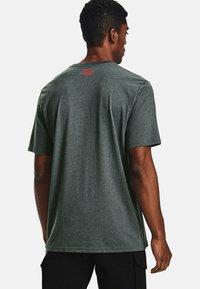Under Armour - Print T-shirt - pitch gray medium heather - 2
