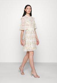 Needle & Thread - REVERIE ROSE MINI DRESS - Koktejlové šaty/ šaty na párty - champagne - 1
