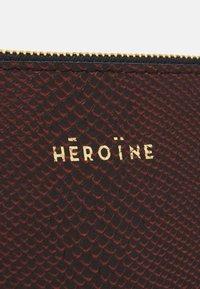 Maison Hēroïne - ANNE - Wash bag - dark orange - 4