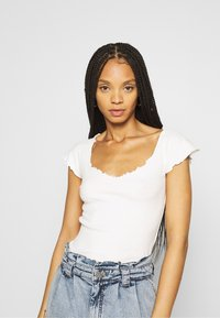 Missguided - 2 PACK - Basic T-shirt - black/cream - 4