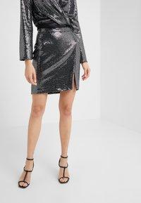 STUDIO ID - GRETA SKIRT - Blyantnederdel / pencil skirts - silver sequin - 0