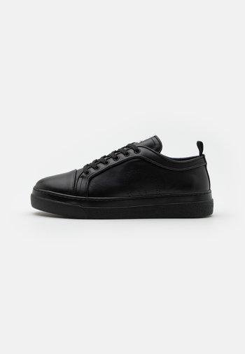 PREMIUM - Matalavartiset tennarit - black