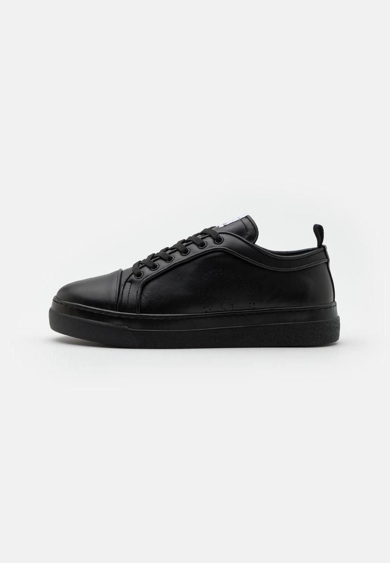 Trussardi - PREMIUM - Matalavartiset tennarit - black