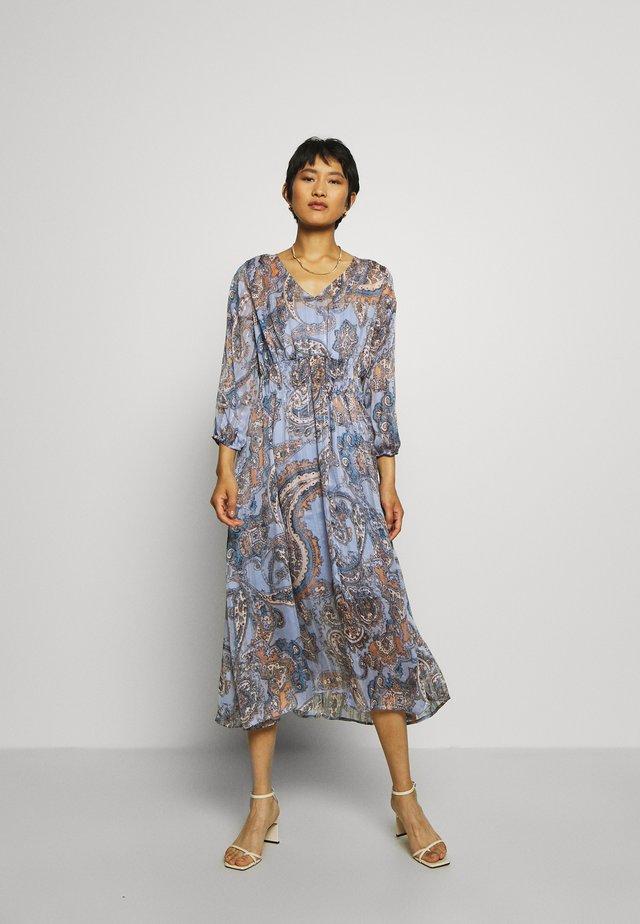 ADELINA DRESS - Maxiklänning - brunnera blue