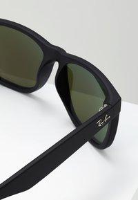 Ray-Ban - JUSTIN - Occhiali da sole - black/green/mirror blue - 2