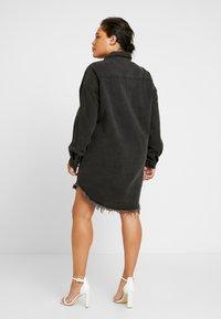 Missguided Plus - OVERSIZED FRAY HEM DRESS - Denim dress - black - 3