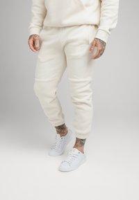 SIKSILK - ELASTIC CUFF PANT - Pantalones deportivos - ecru - 0