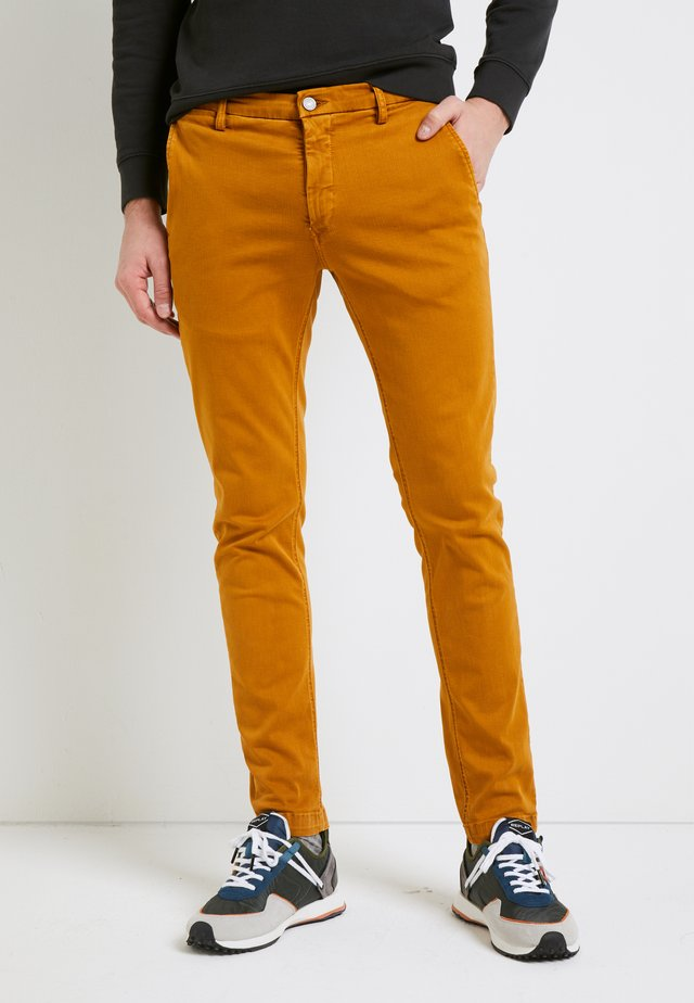 ZEUMAR HYPERFLEX  - Slim fit jeans - curry