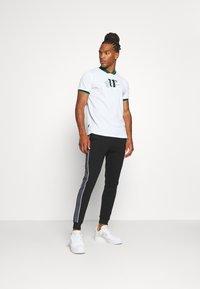 11 DEGREES - BASEBALL COLLAR - T-shirt print - white - 1