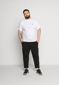 Calvin Klein Jeans Plus - Print T-shirt - bright white - 1