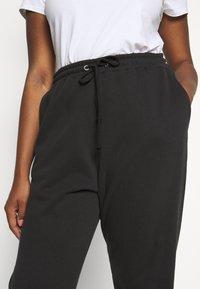 Missguided Plus - PLUS SIZE JOGGERS - Teplákové kalhoty - black - 4