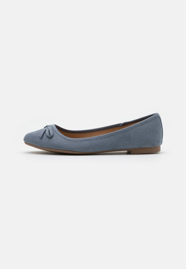 WIDE FIT LAIREY - Ballerines - light blue
