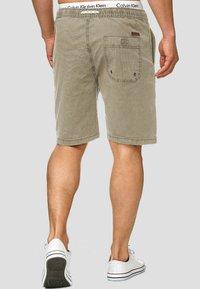 INDICODE JEANS - Shorts - beige - 2