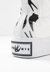 McQ Alexander McQueen - PLIMSOLL PLATFORM  - High-top trainers - white/black - 2