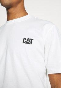 Caterpillar - CAT SMALL LOGO - Print T-shirt - cream - 6