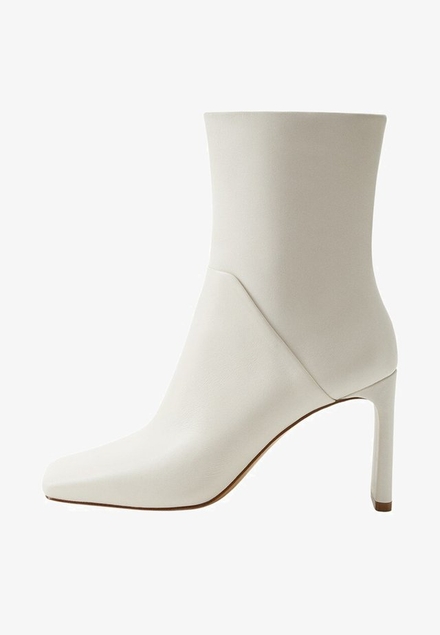 FONT - Ankle boots - cremeweiß