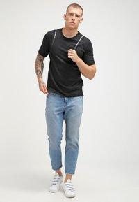 Minimum - DELTA  - Basic T-shirt - black - 1